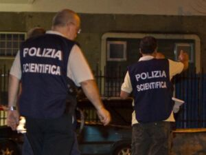Ragazza carbonizzata trovata vicino auto in fiamme a Roma in via della Magliana: