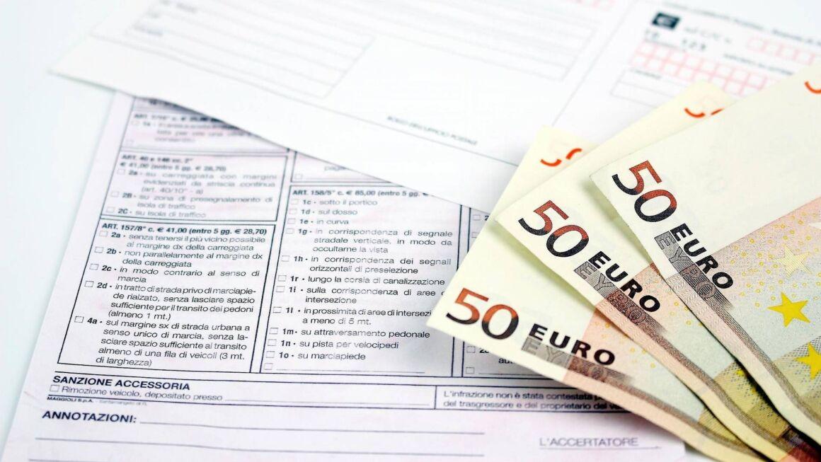 banconote da 50 euro con un verbale