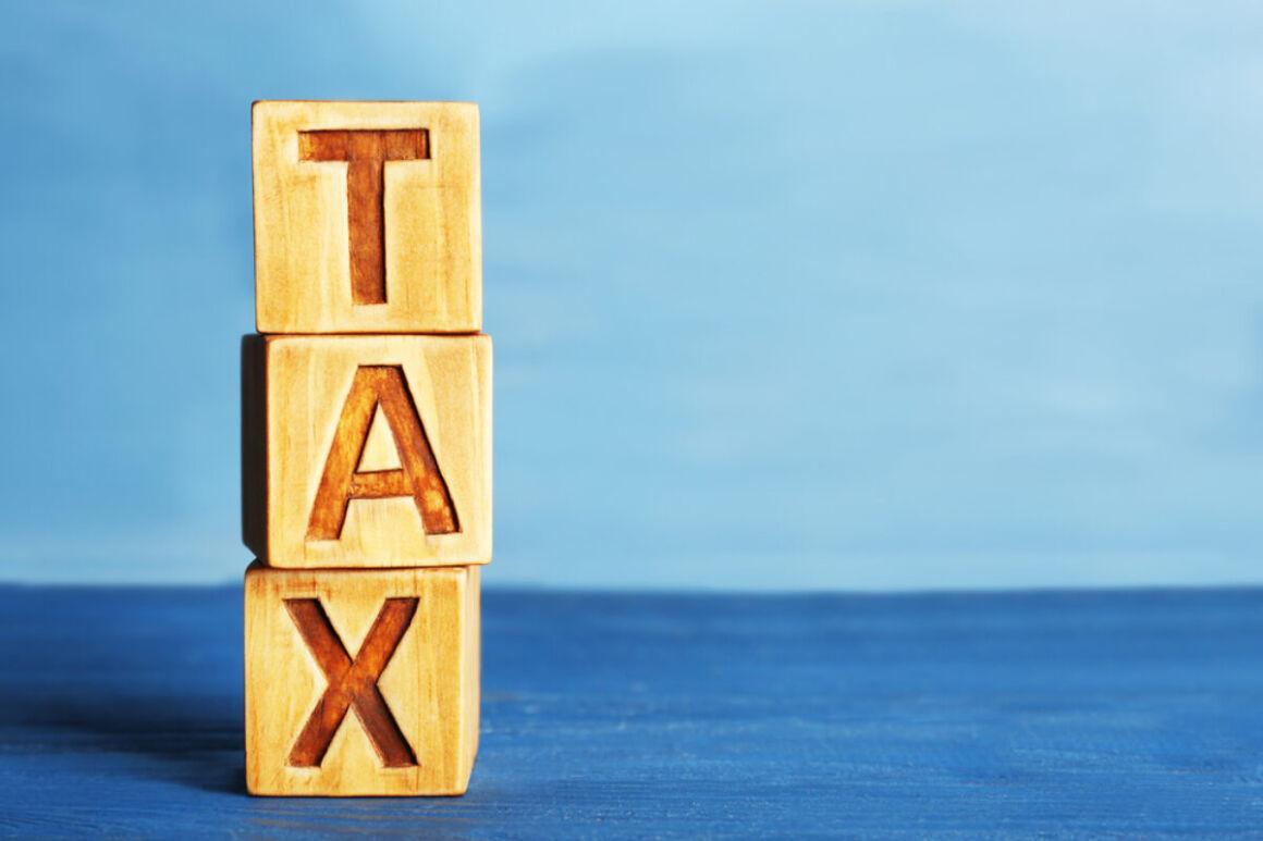cubi formano la parola tasse