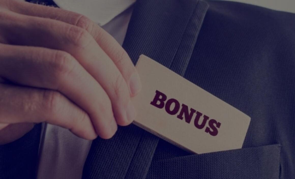 bigliettino bonus nella tasca della giacca