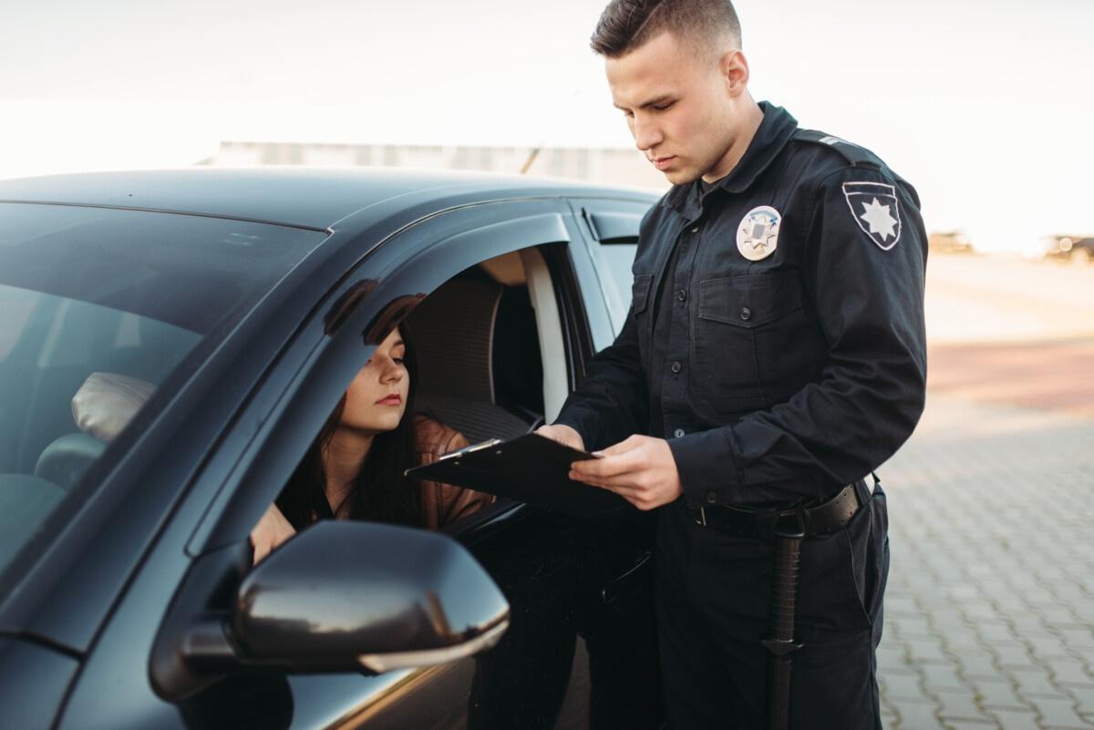 poliziotto multa