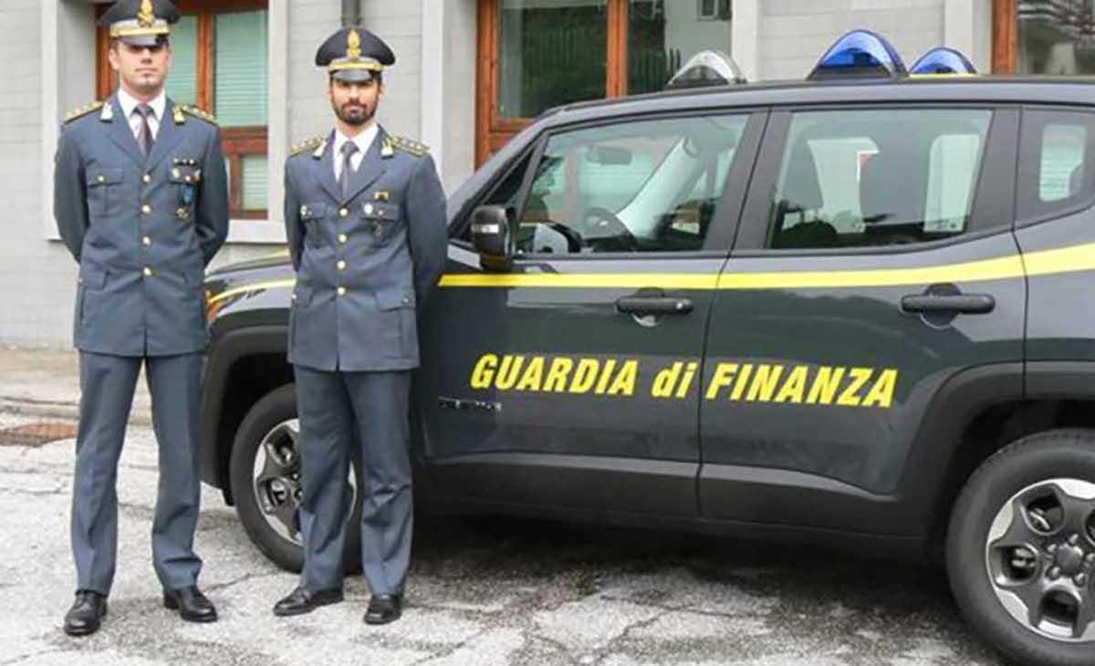 Agenti Guardia di finanza