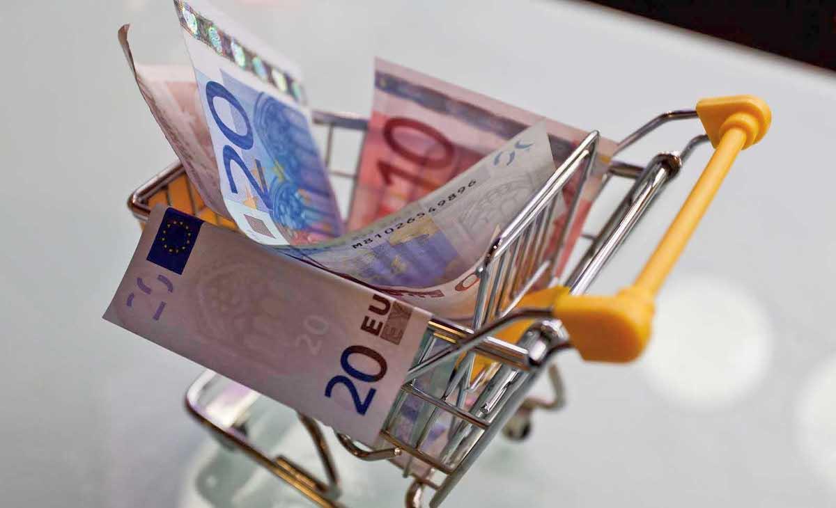 carrello spesa contiene banconote