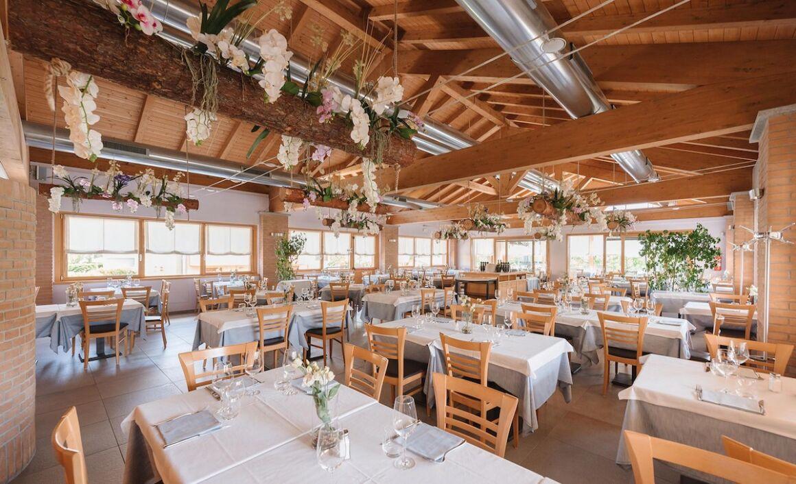 ristorante senza clienti